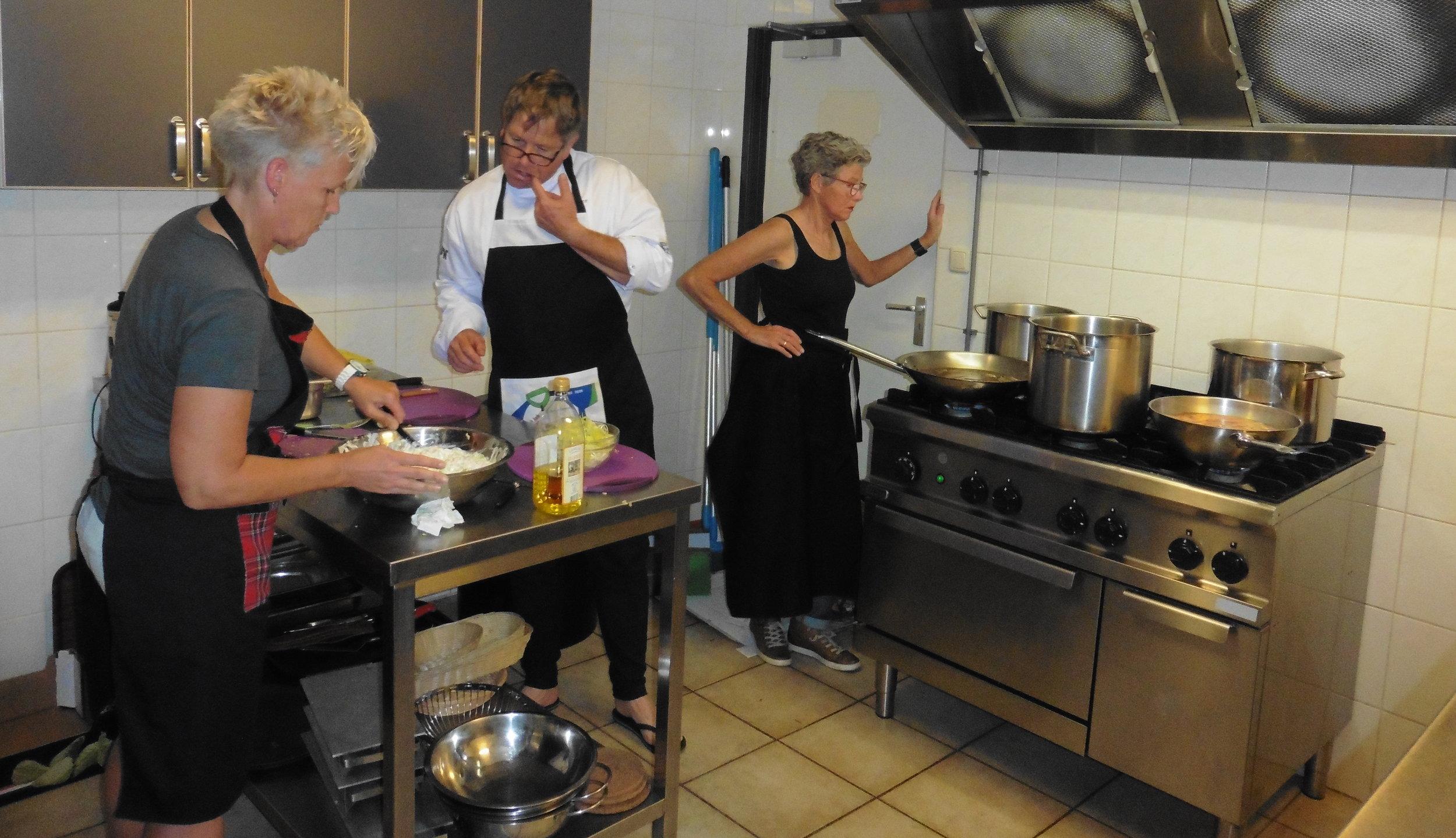Hier is elke wielerclub jaloers op: Een eigen chef binnen de gelederen. Samen met de dames vormt onze chef een perfect team. Het eten was dan ook voortreffelijk!