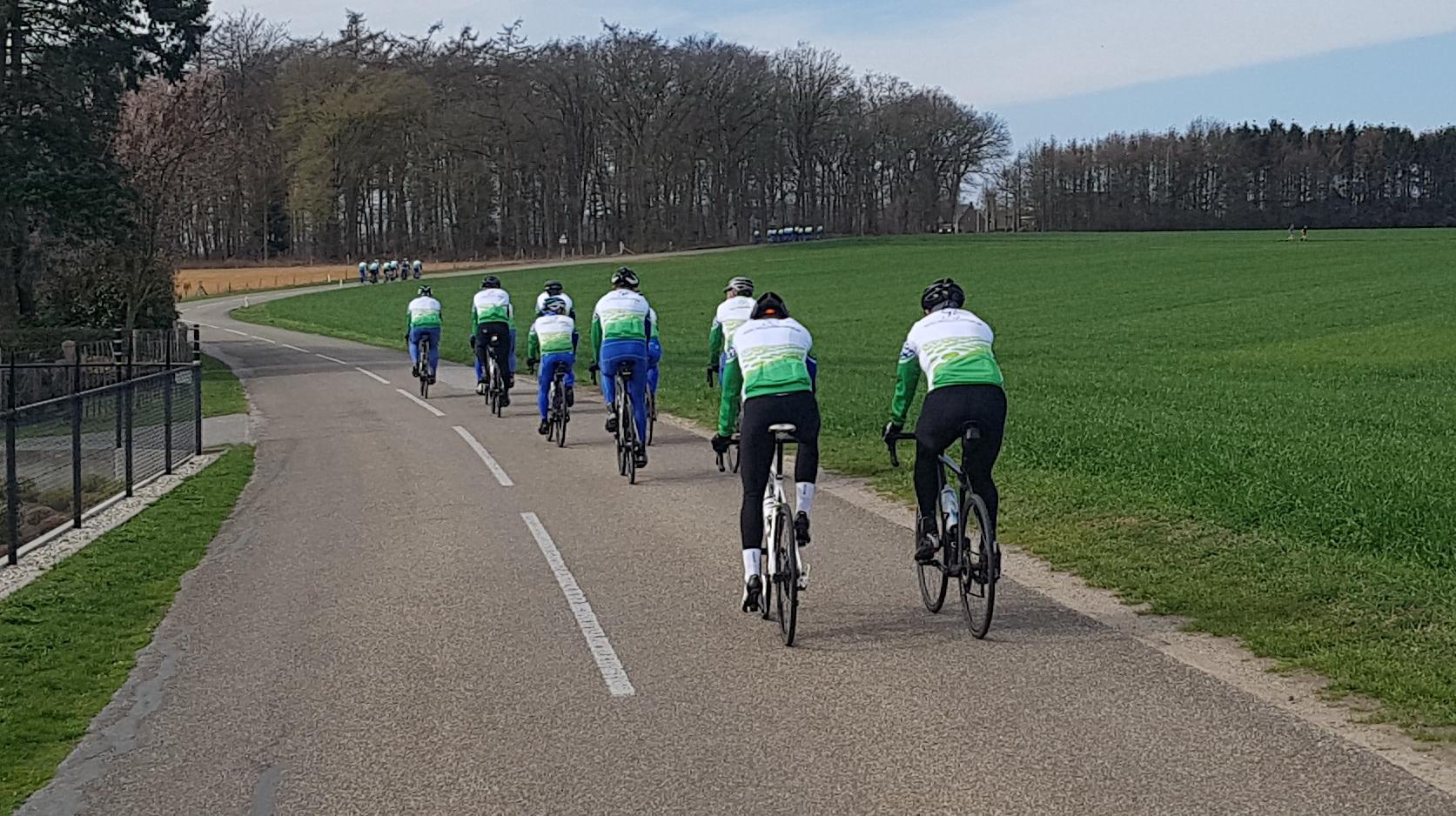 In 3 groepen rijden we weer terug naar Westervoort.