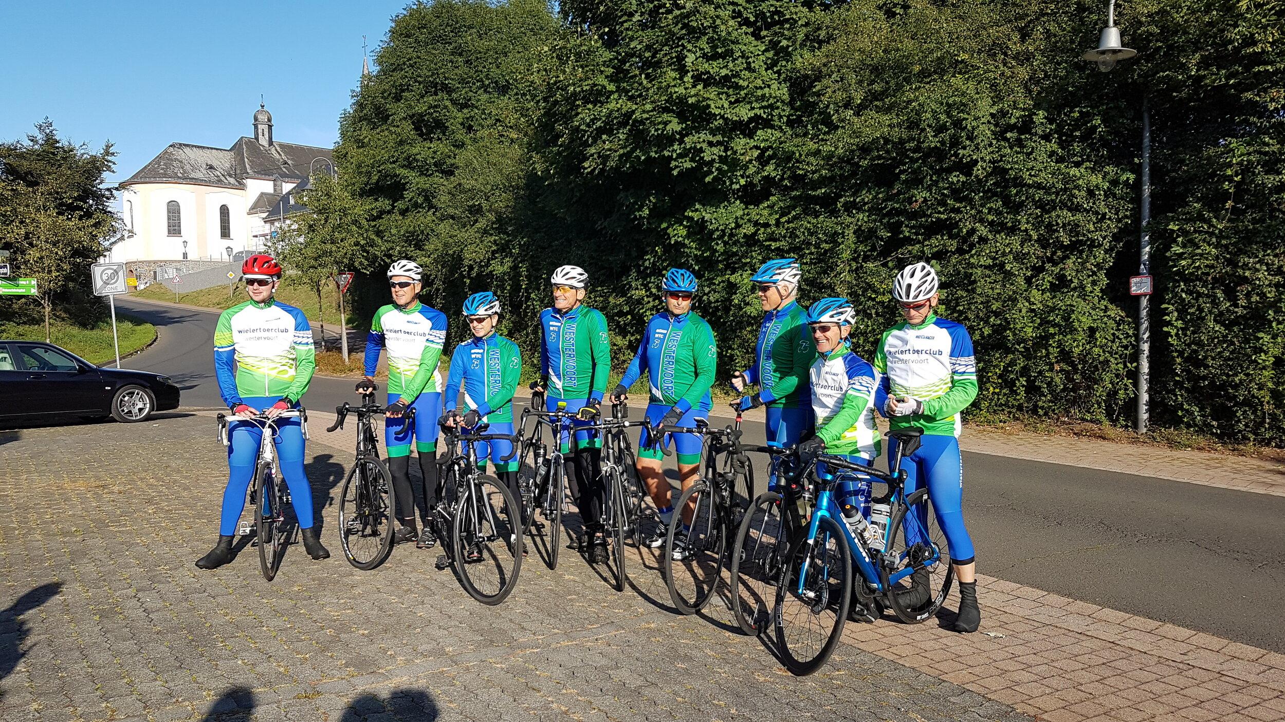 Groep 1: Bart, Harry, Herman, Henk, Jerrie, Herman, Bart en William.
