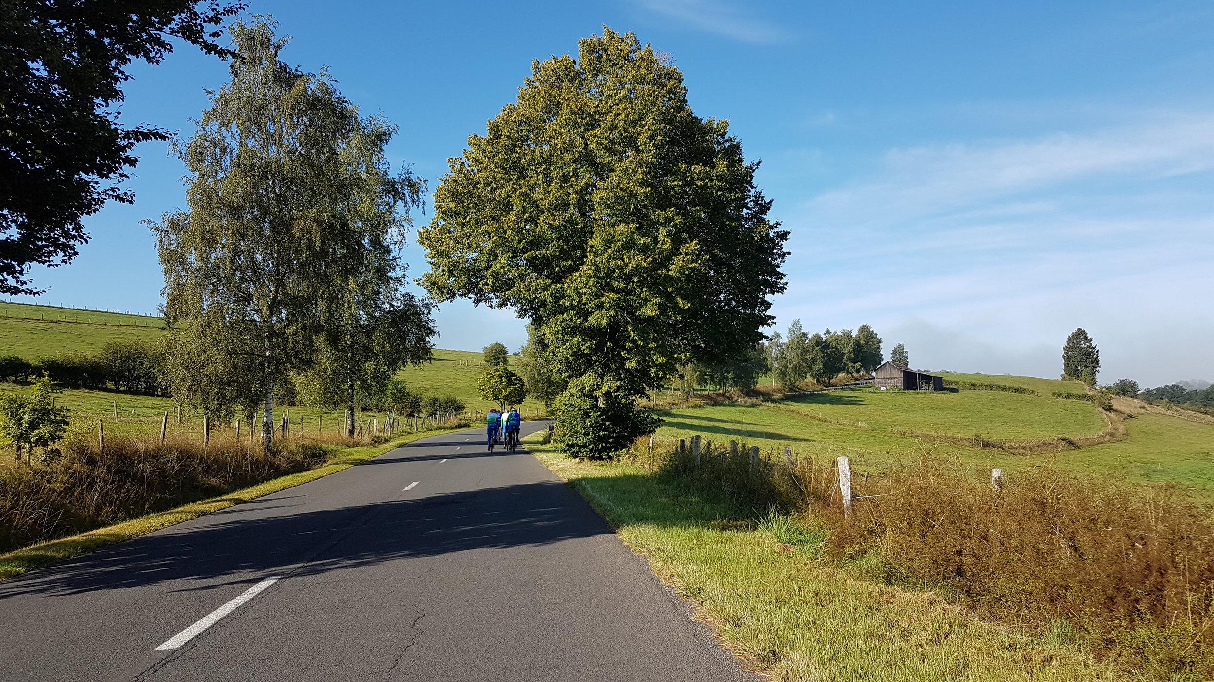 We hebben prachtig weer en rijden door een prachtig landschap.