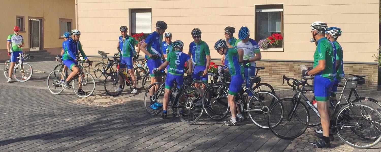 Groep 1 haalt groep 3 nu weer in. Er wordt besloten dat een gedeelte van groep 3 met groep 1 mee rijdt en de rest van groep 3 wacht op Frans.