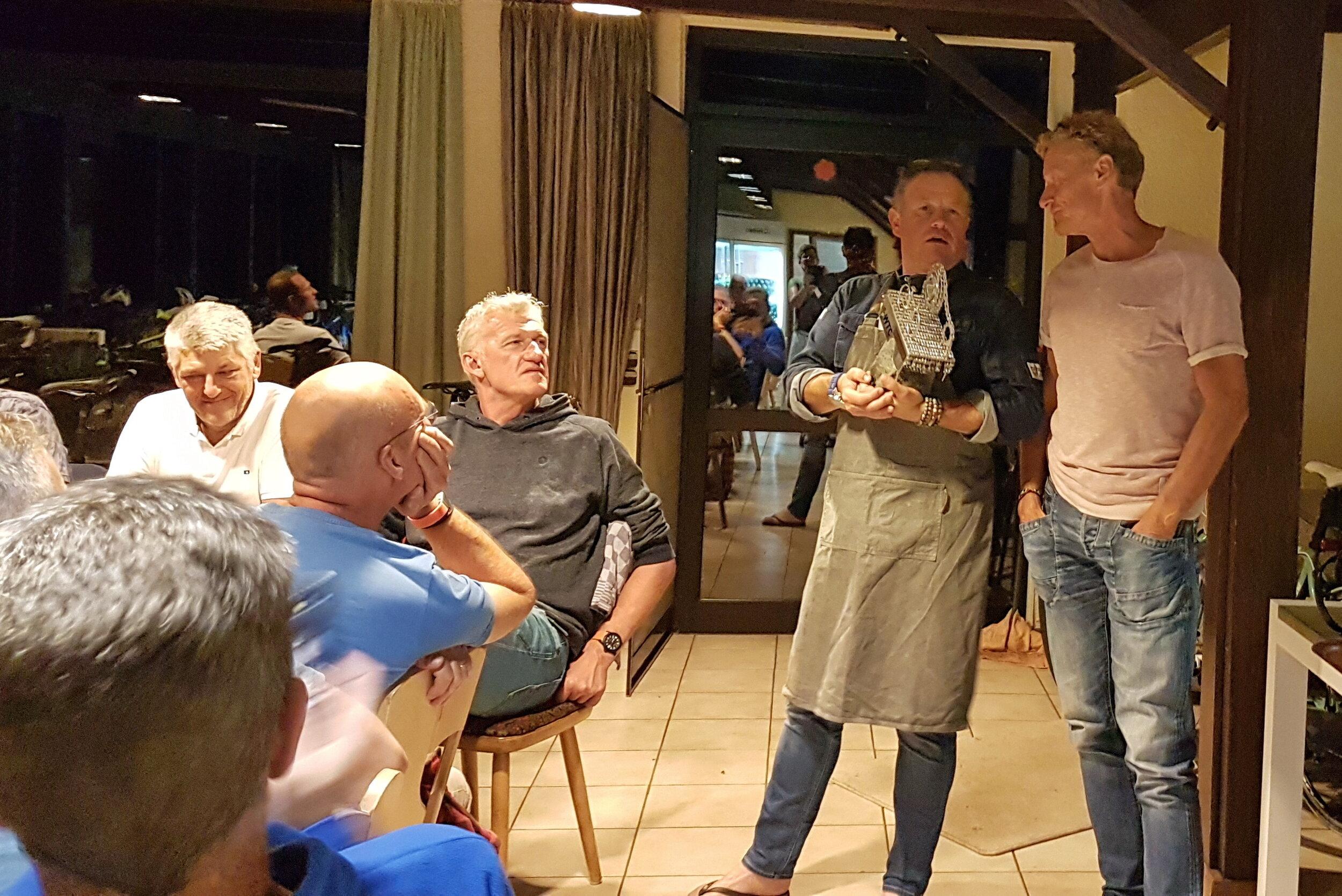 De uitreiking van de Peerd van Theet trofee vond deze keer niet plaats tijdens het weekend. Hoewel Berry en Henk wel een aantal genomineerden noemden.