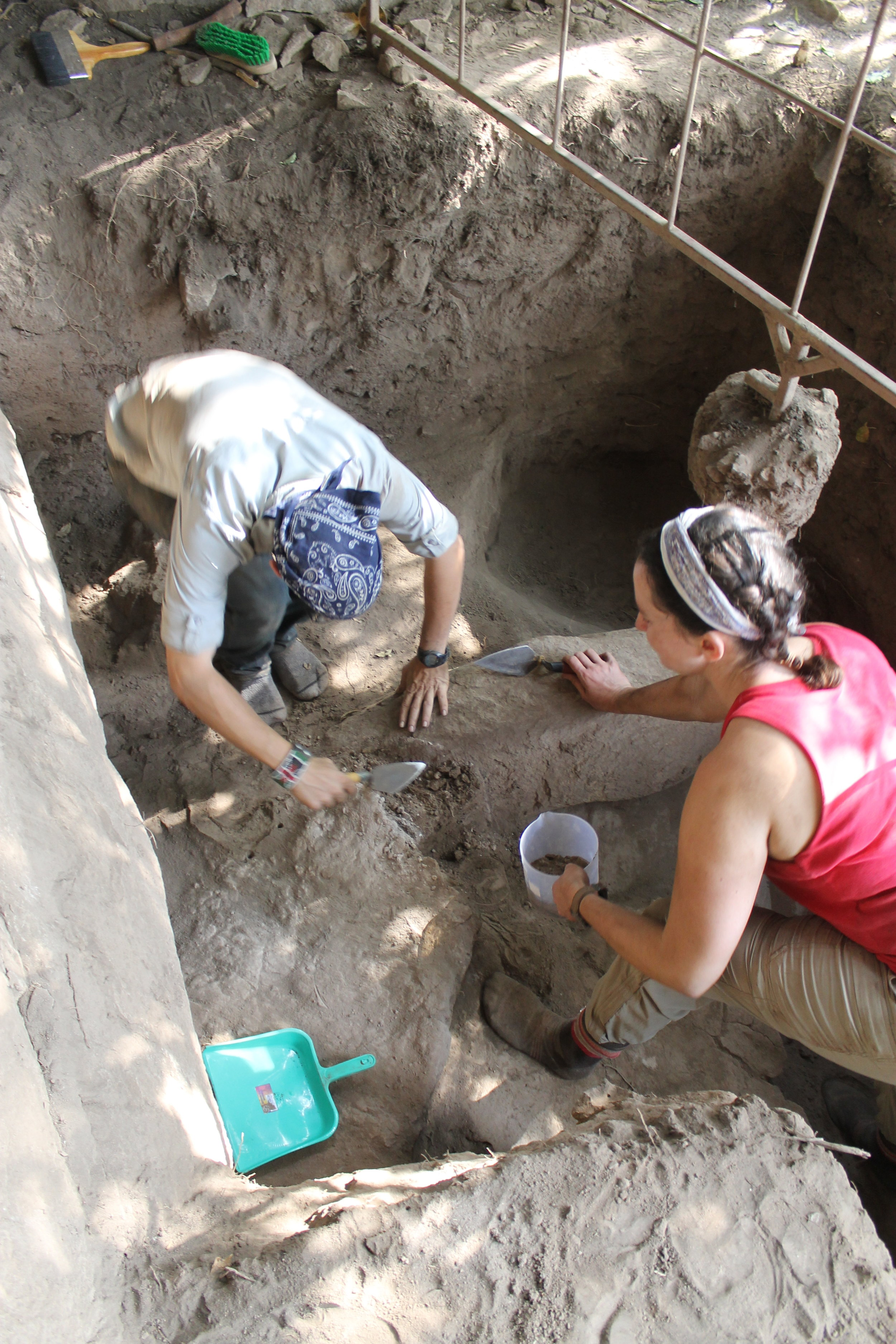 Excavating early Iron Age deposits