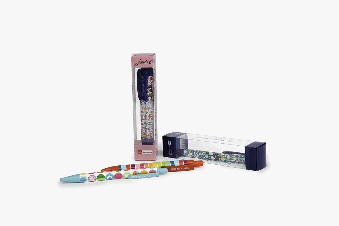 Bolígrafos con diseños personalizados y presentados en diferentes embalajes