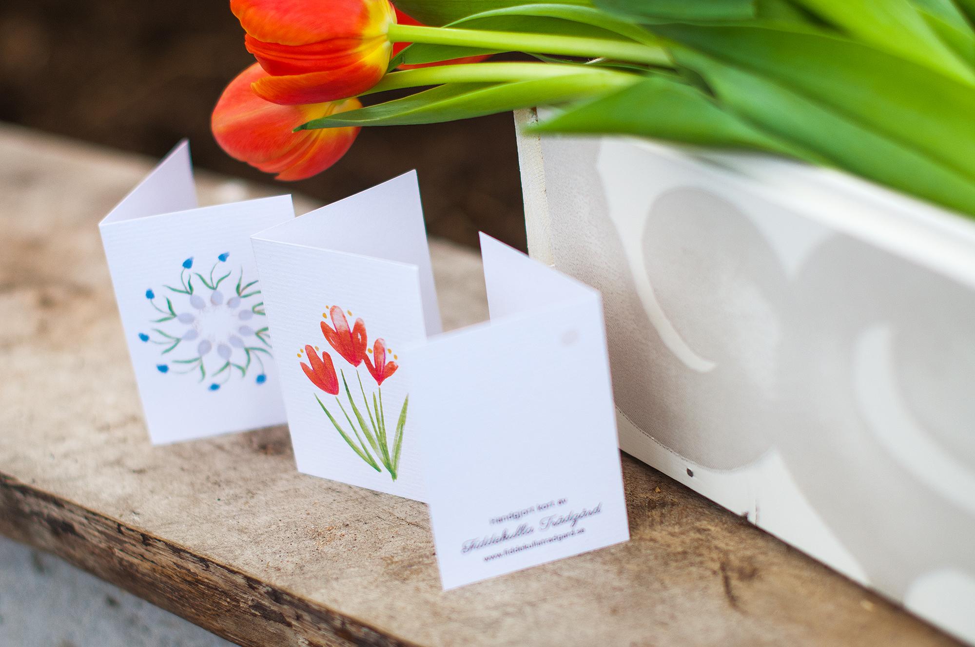 Handgjorda små kort med blomstermotiv!