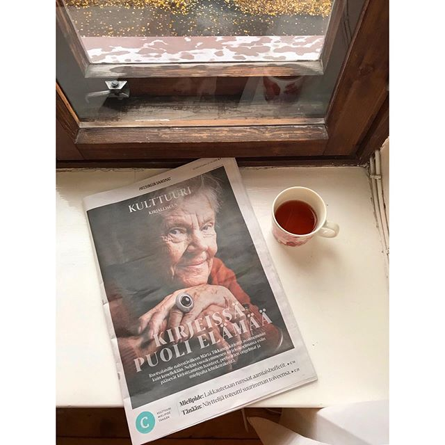 Sunnuntait 💛 Upea Märta Tikkanen tänään Hesarissa ja kirjamessuilla ✨ #märtatikkanen #helsinginsanomat #helsinginkirjamessut #sundaymood