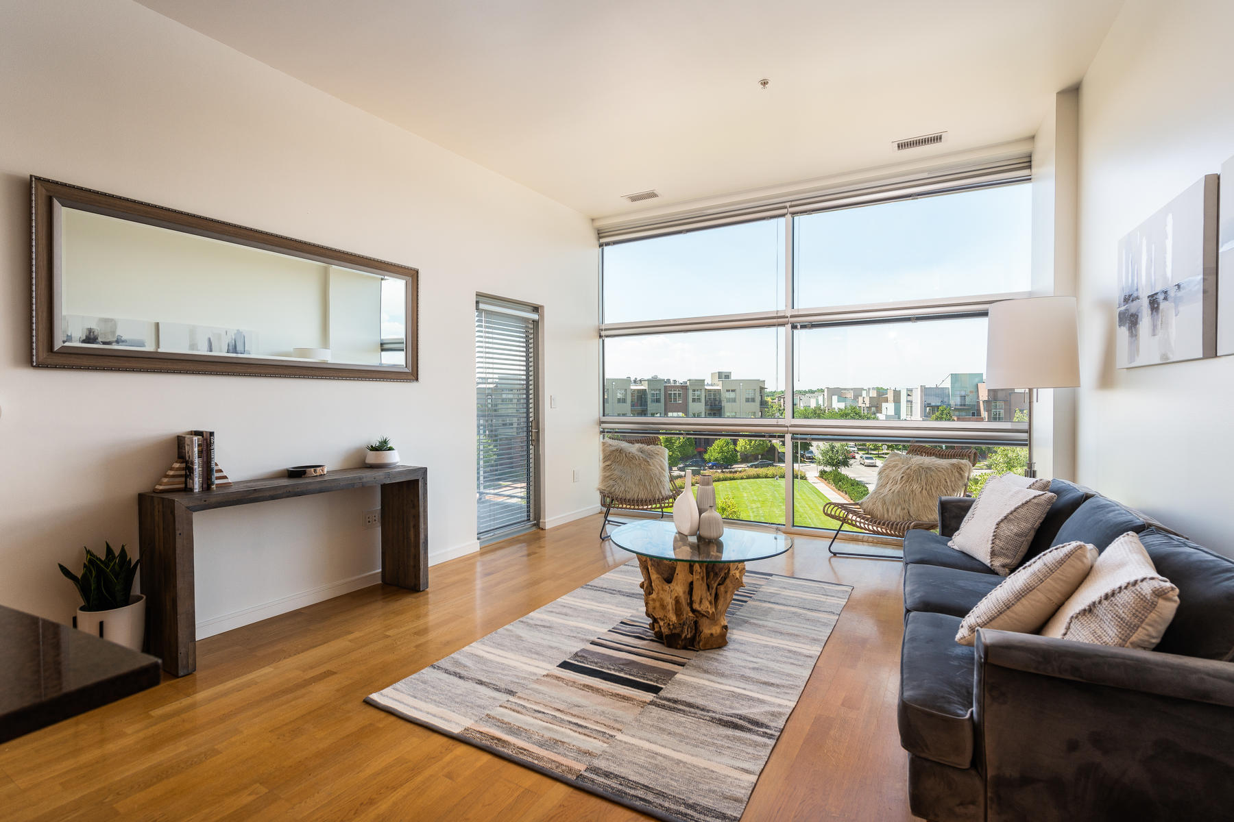 2958 Syracuse Street 415-015-38-Living Room-MLS_Size.jpg