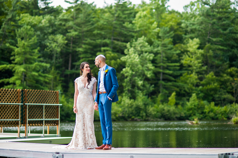 Hannah & Jonathan - Connecticut / Photo Credit: De Nueva Photography