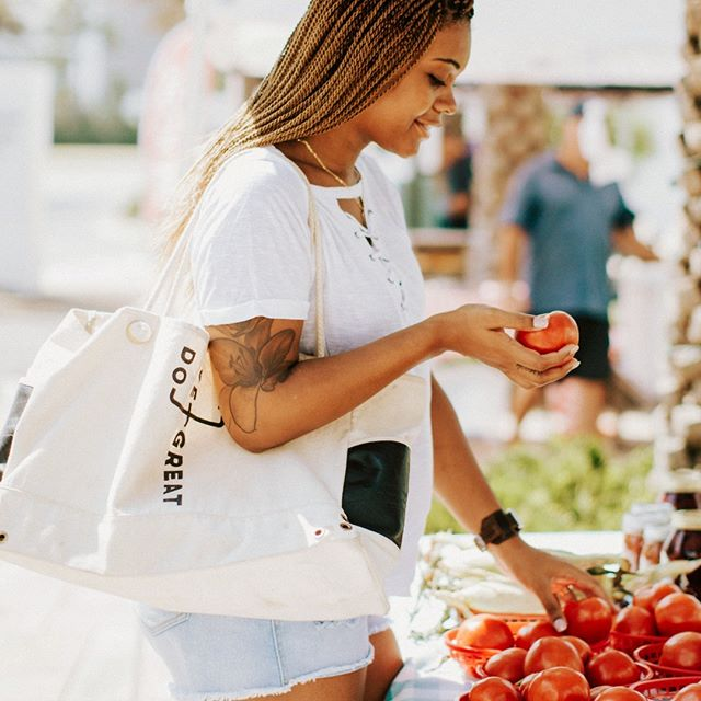 Have you met the Do Great tote bag yet? She's fresh, fierce, and a #capsulewardrobe staple. Where will you take yours? #farmersmarket #sustainablefashion #ethicalfashion #ecofashion #mindful . . . . . . .  #totebag #begreat #livegreat #dogreat #ecoswap #sutainablequote #feminist #feministquote #girlgang #bosslady #inspiration #empowerment #goals #quote #feminist #girlgang