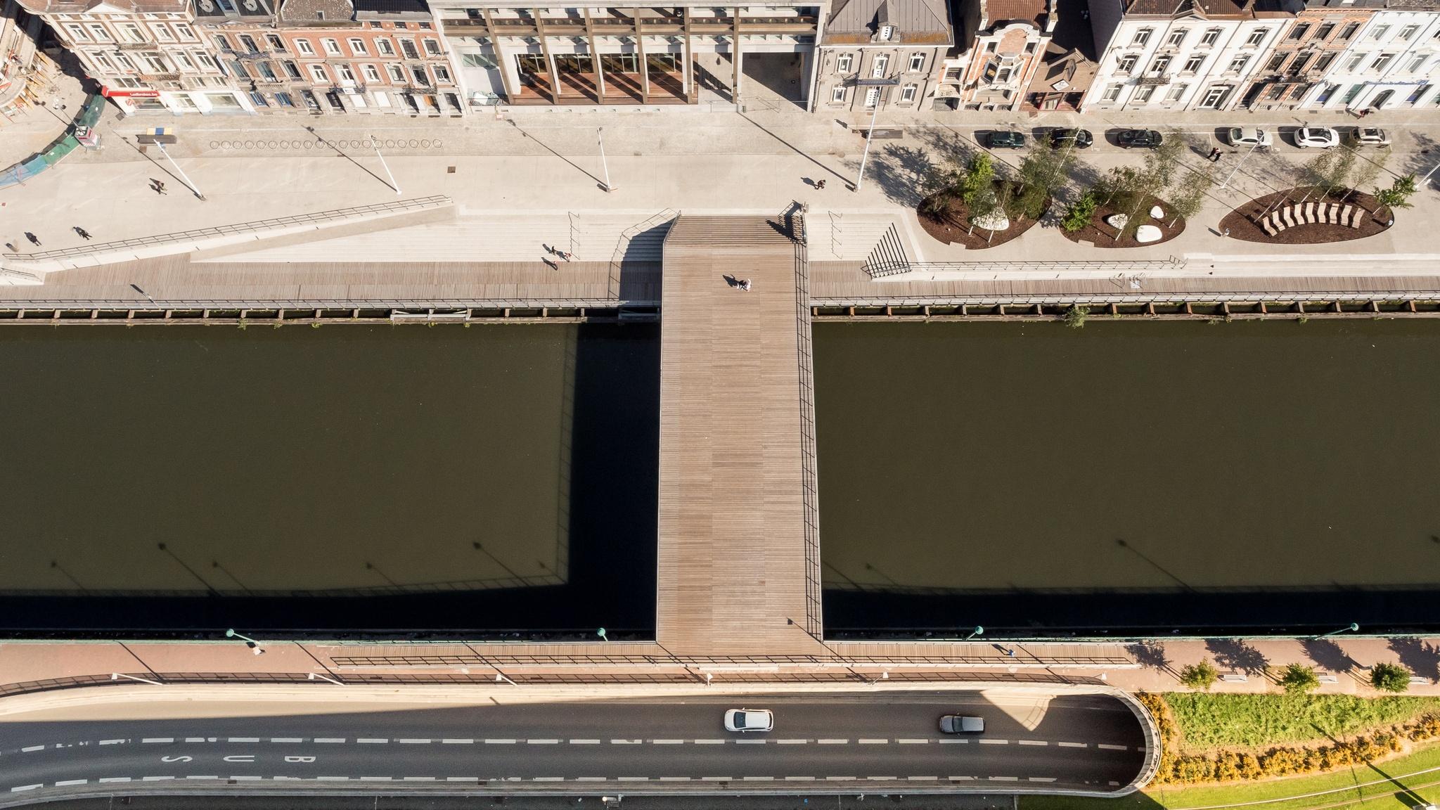 Phenix 458   Arrangement of the quays along the Sambre and realisation of a footbridge