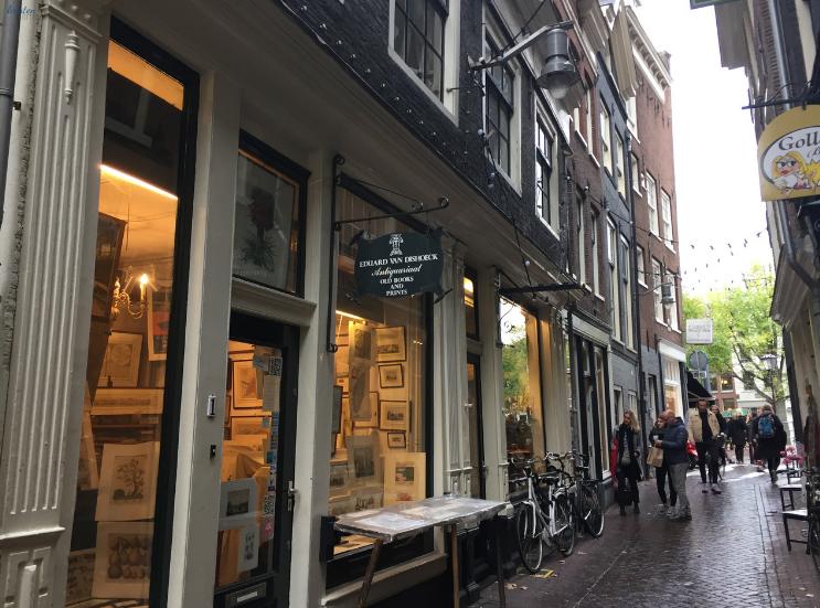Storefronts_Amsterdam Netherlands_ K. Martinelli Blog _ Kristen Martinelli.png