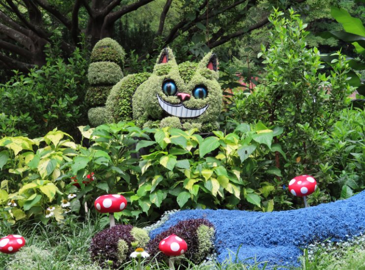 Atlanta Botanical Garden_Atlanta Georgia_Alice in Wonderland_Chesire_K. Martinelli Blog _ Kristen Martinelli.png