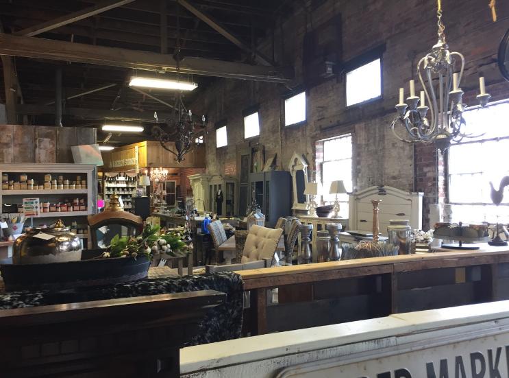 Vintageville Antiques and Farmer's Market_Entrance_Columbus GA_K. Martinelli Blog_Kristen Martinelli.png