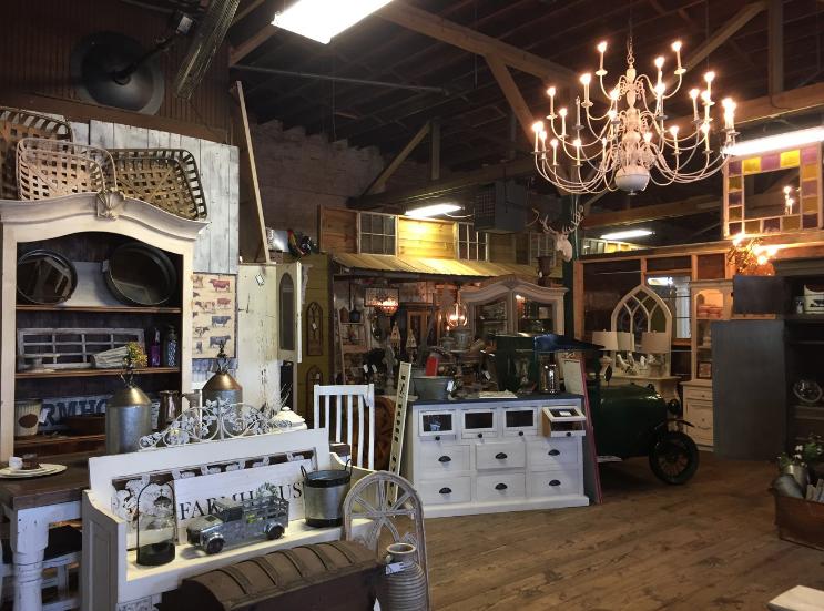 Vintageville Antiques and Farmer's Market_Tables_Columbus GA_K. Martinelli Blog_Kristen Martinelli.png