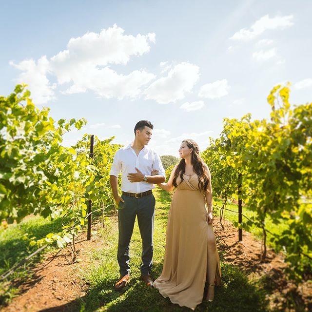 When your couple shows up to their shoot looking like this 😍🔥 I was screaming deep inside lol // also can you believe it was a scorching 90 degrees? Shout out to these two for braving through the heat and killing their shoot!! And a major shoutout to @katharinemannevents for letting us shoot at these beautiful vineyards!