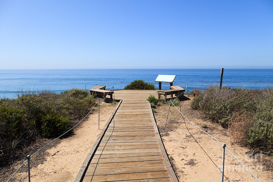PEAK: Crystal Cove - DIFFICULTY: 2/5SCENERY: Big ol' Pacific and Catalina IslandFUN FACT: There are about 20 century-old cottages available for rent inside the park.