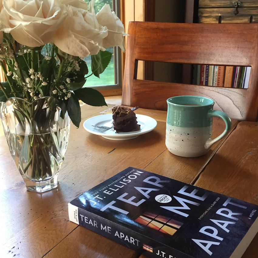 Book Review for TEAR ME APART by J. T. Ellison