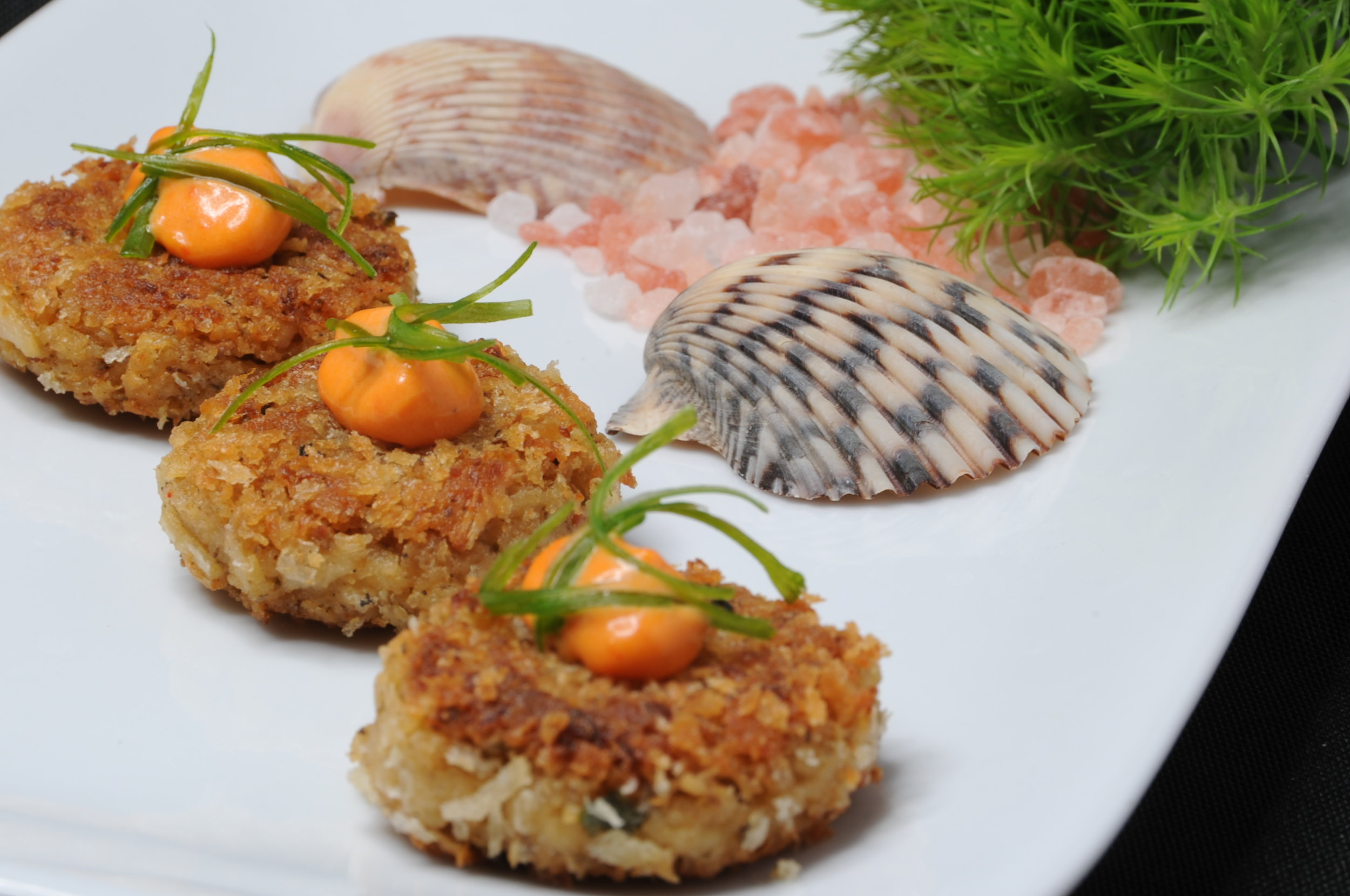 """Hearts of palm """"crab"""" cake with harissa aioli and scallion"""