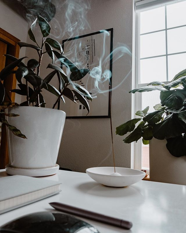 Snow day work from home vibes ✌🏻❄️ • Incense holder: #Project62 @target  Paris CDG print: @08left  Pen: @baronfig • #interiordesign #homeoffice #workfromhome #blogger #snowday #fiddleleaffig #plants #houseplants #officedesign #designinterior