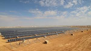 40,000 Solar panels provide power to 80,000 residents of Zaatari Camp, funded by Germany. Photo credit: Yousef Alhrir/UNHCR