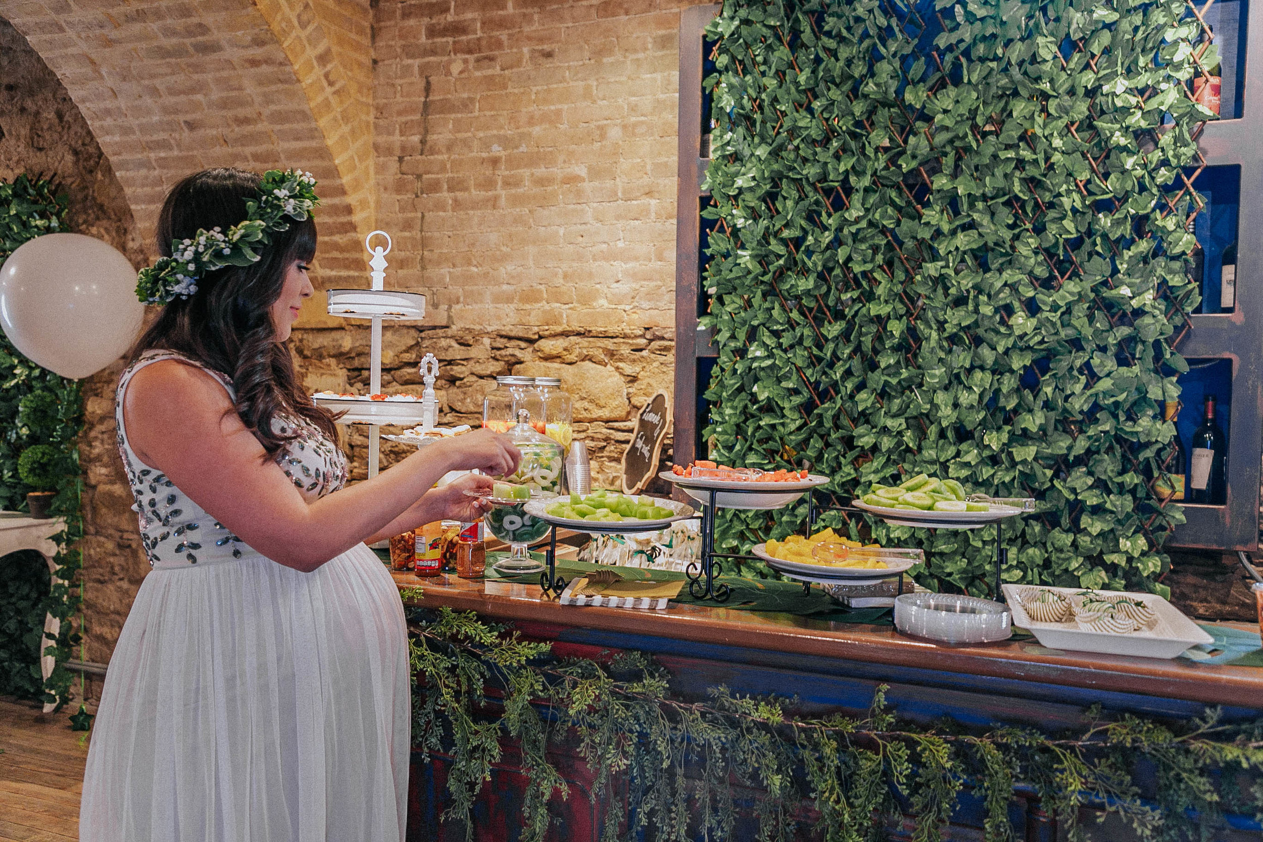 A super green bar with fruits and many bakery, for all the tastes!