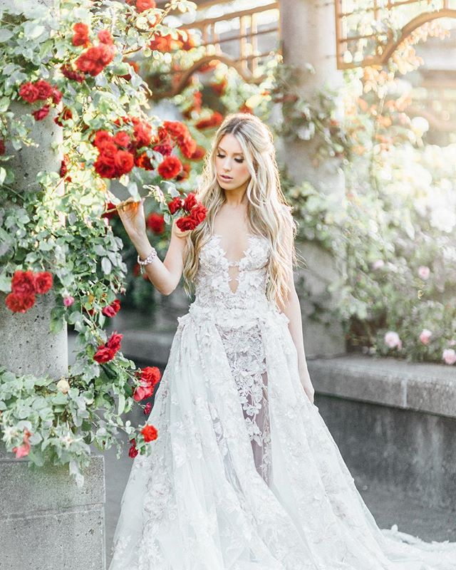 Get to shoot this beauty again soon 💕 @angelateymoori  Make Up : @jasminehoffman  Dress : @bisou_bridal  Designer : @galialahav  Jewels : @jewelietteshop  Florals : @divinedecor