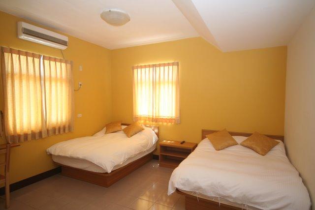 Room 305-2.JPG