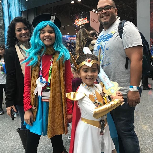 My first year @newyorkcomiccon and I had a chance to meet two smart and powerful ladies: Hilda and She-Ra. What a delightful @netflix duo! #newyorkcomiccon #play #dressup #familythatplaystogether @dreamworksshera  @hilda
