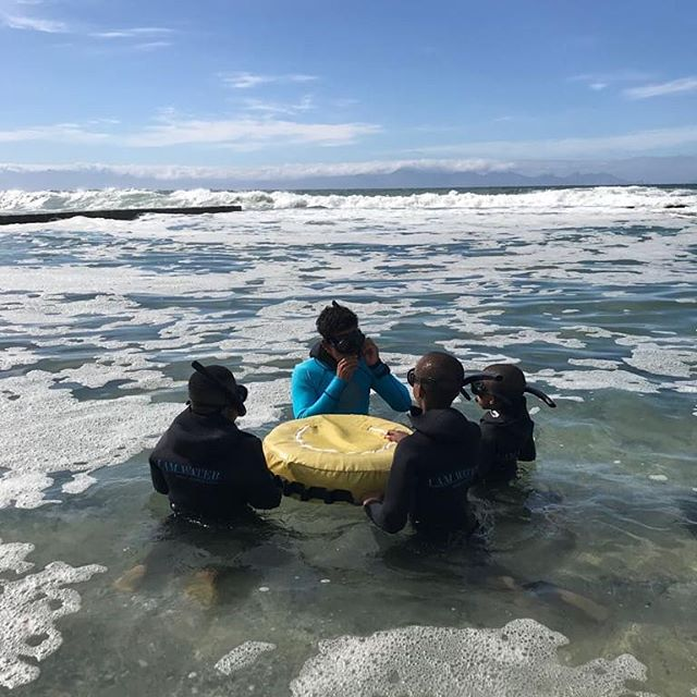 We often speak about what our oceans give us in practical terms: food, the oxygen we breathe, the climate that makes our planet habitable. But ask the kids on our workshops what the ocean makes them FEEL, and you hear a whole other side to why we need to celebrate and protect them 💙 Calm, energised, happy, adventurous, refreshed, inspired - what do our oceans mean to YOU?