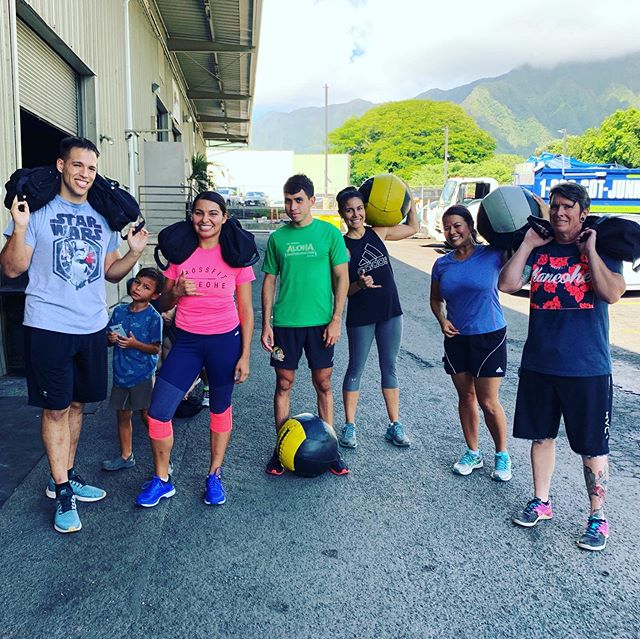 Sunday Funday workouts! Weighted 800 m run and wall sits! 💪🏽🏋🏽♂️ come and get fit with us!