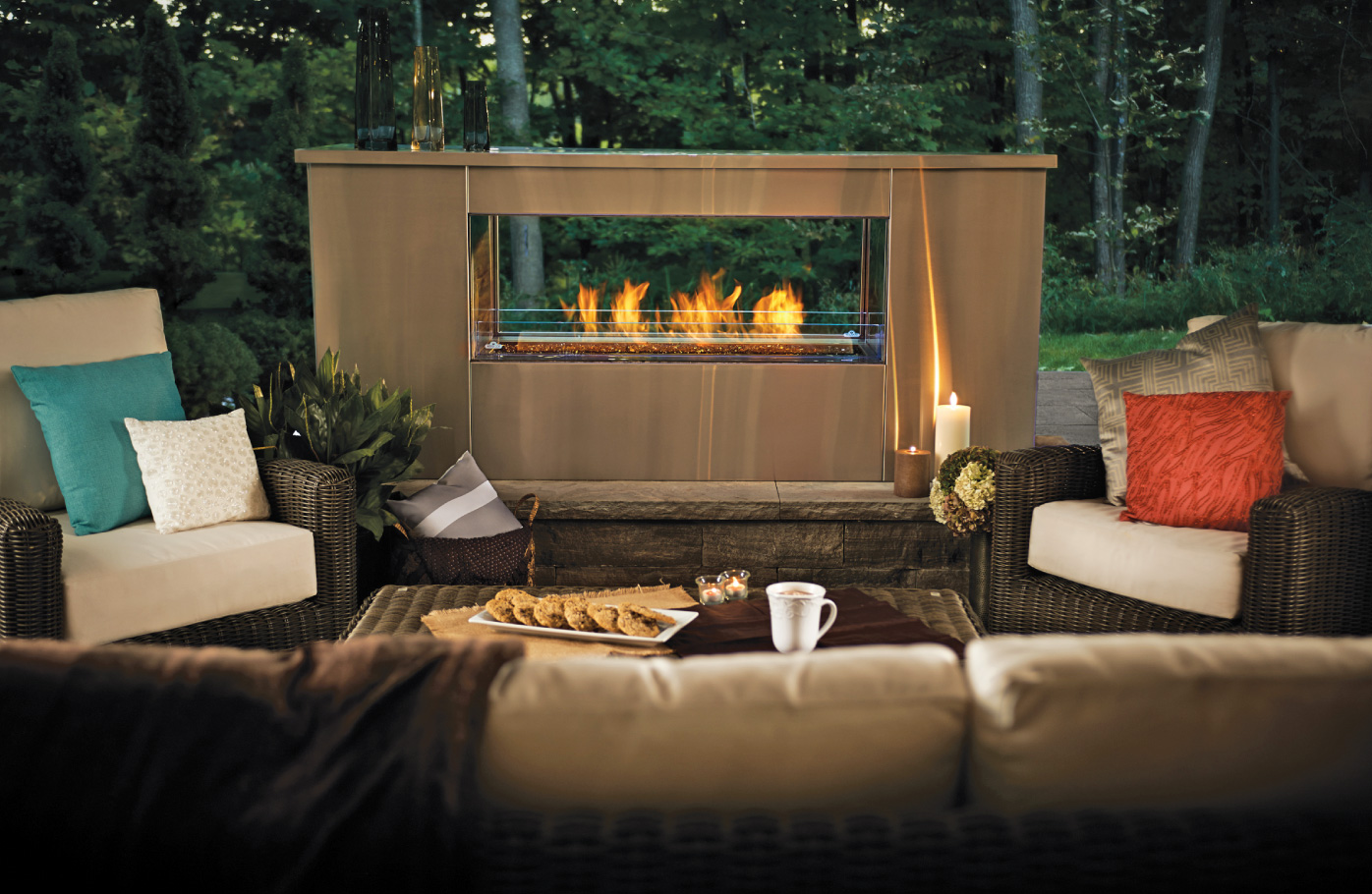 Napoleon-Fireplaces-Seattle_outdoor_livingroom.jpg