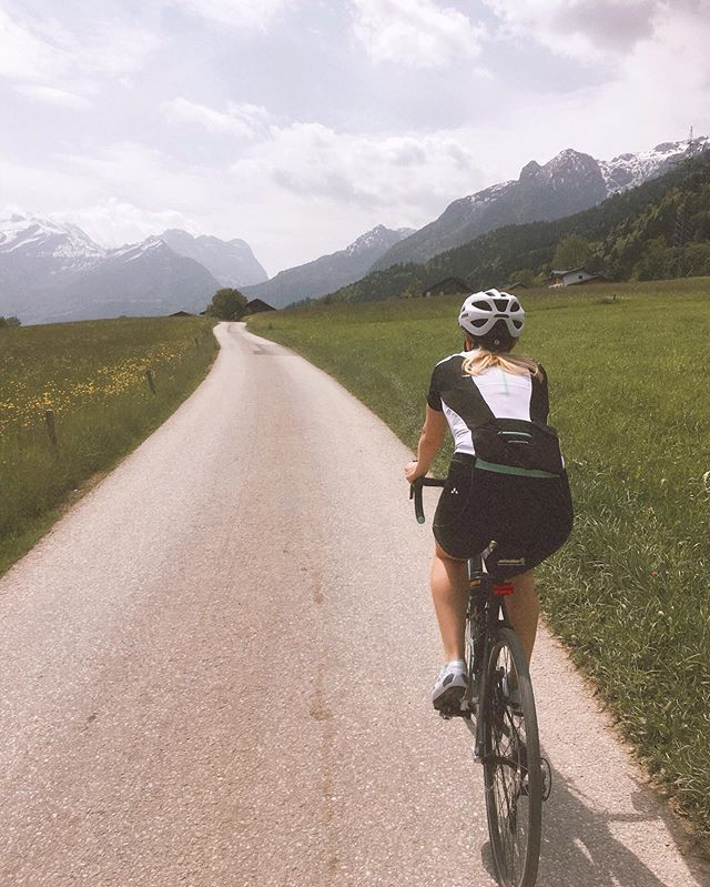 Where I wish I was instead of being on day six of fighting a cold 🤧🤦🏼♀️🚴🏼♀️ ⠀⠀⠀⠀⠀⠀ ⠀⠀⠀ #amazingmountains #justexplore #whyiride #ilovecycling #salzburgerland