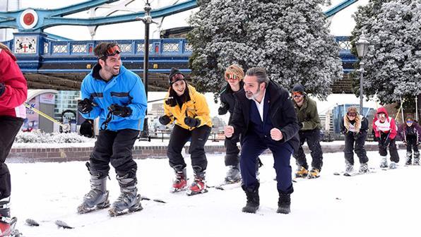 swissed-united-kingdom-ski-lift-queue-london-urs-huber-0-id6.jpg