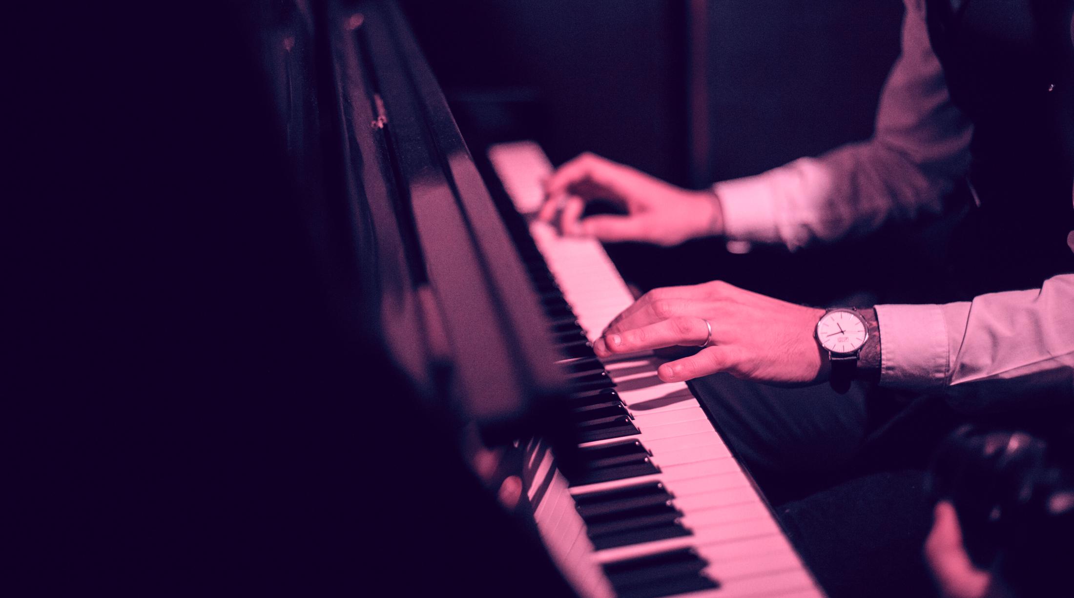 bg-piano-v3.jpg
