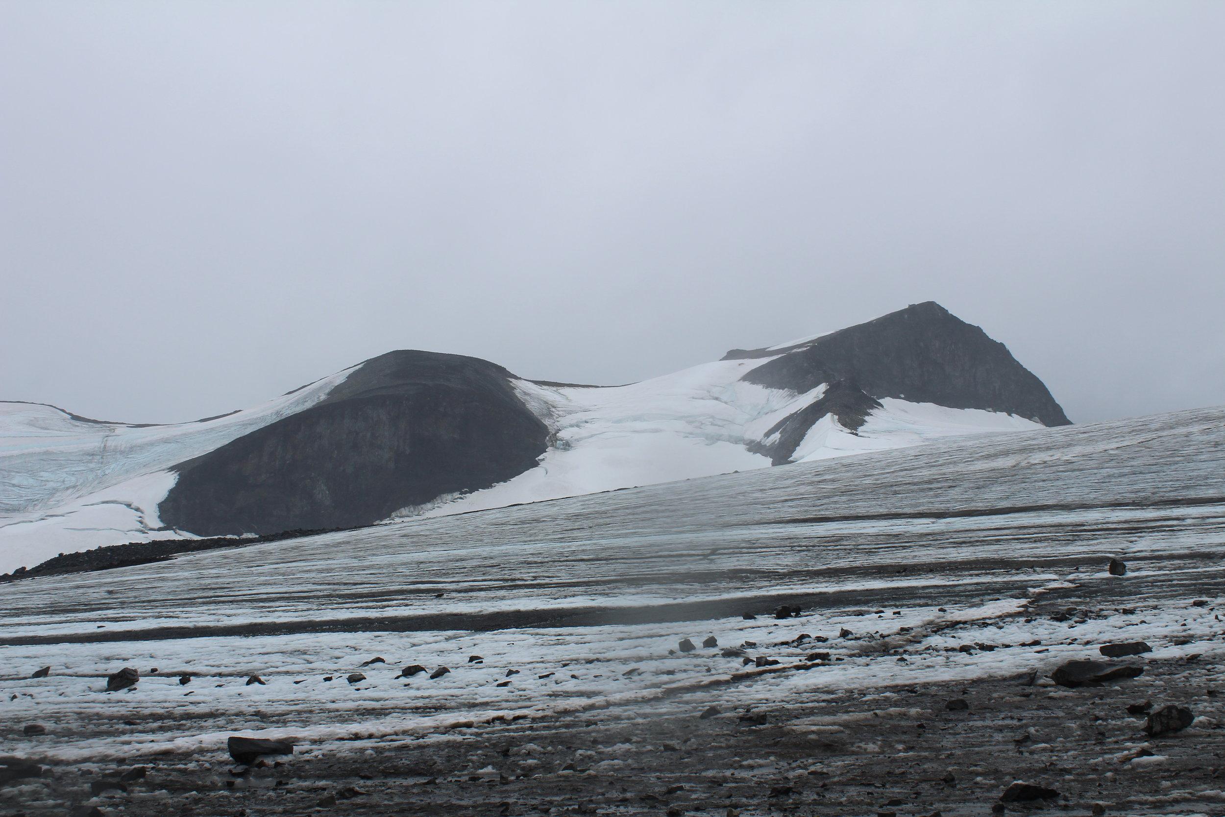 Galdhøpiggen - værstasjonen ligger ikke langt unna på 1894 moh
