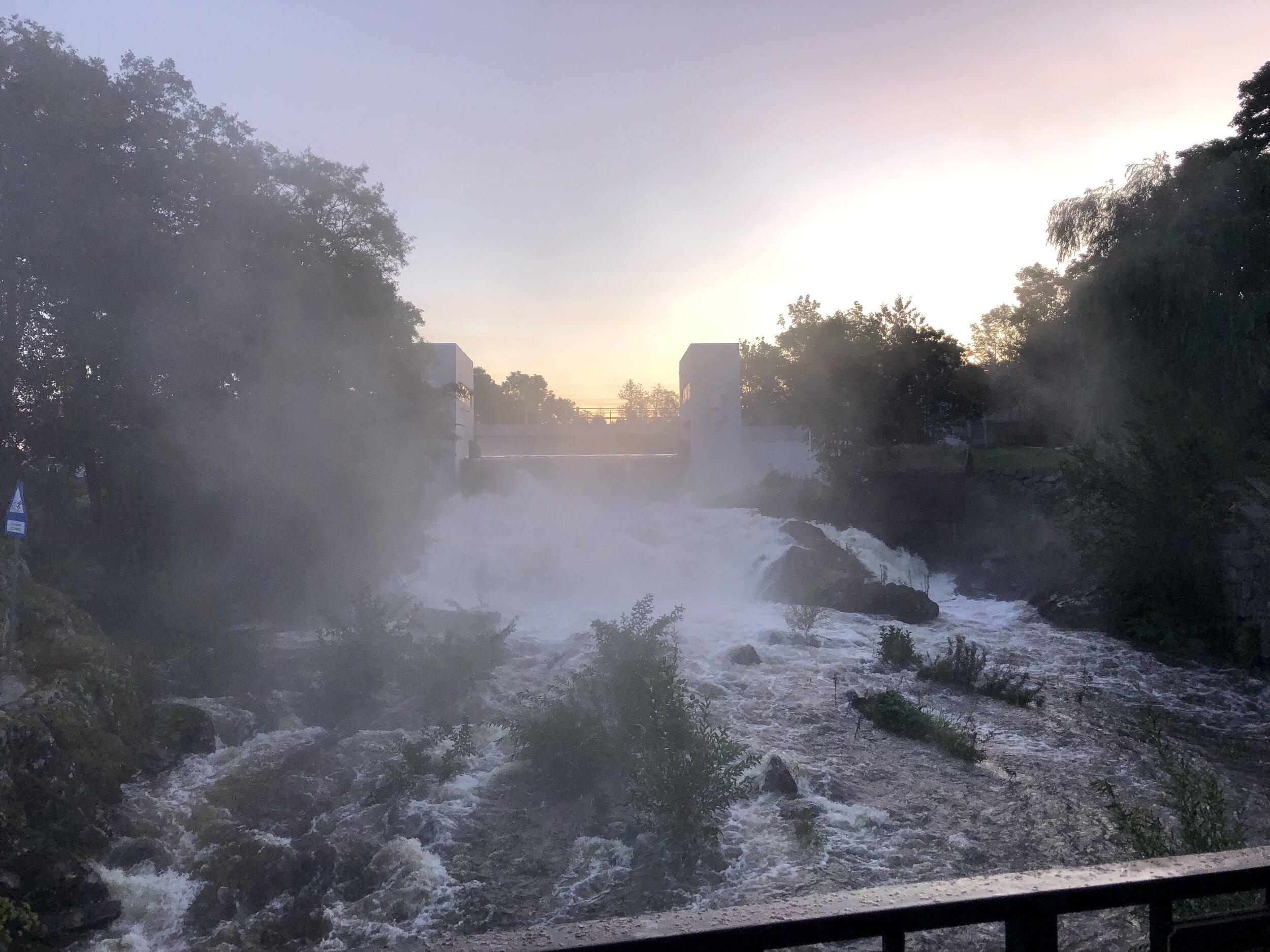 Mossefossen en kjølig morgen