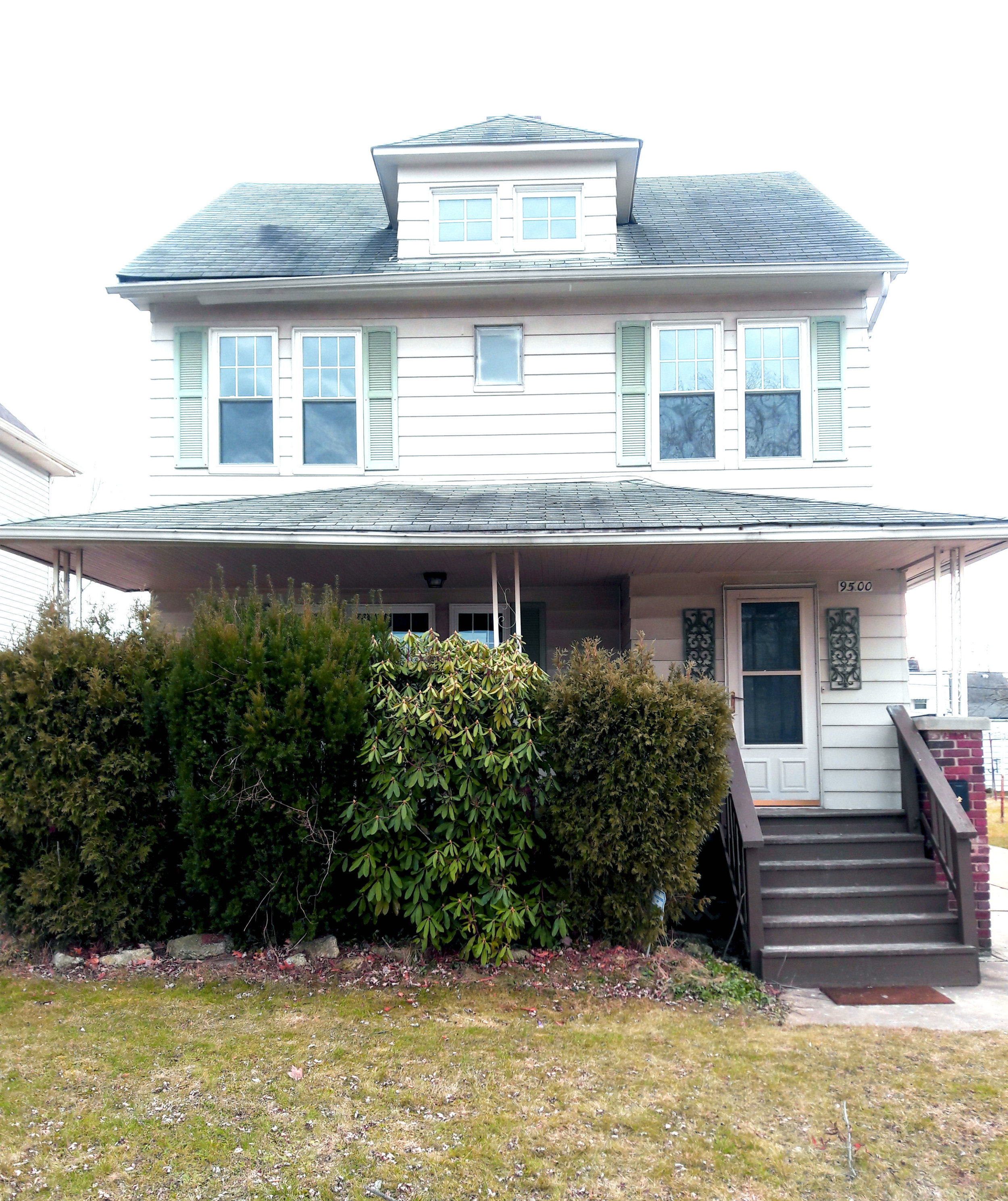 9500 Park Heights Dr., Garfield Hts. | 4 bed 2 bath | 1,512 Sq. Ft. | $37,000