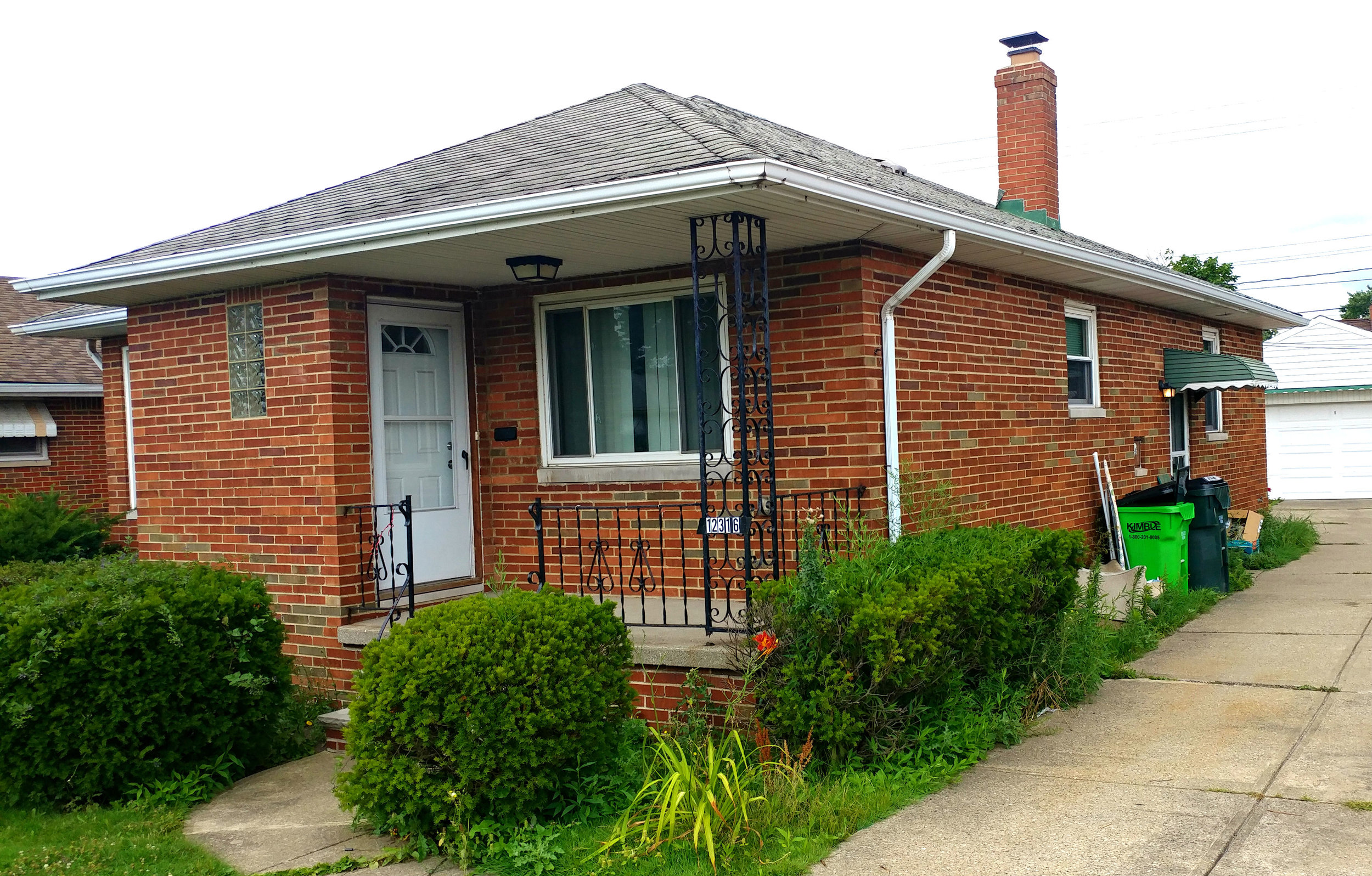 12316 Oakview Blvd., Garfield Hts. | 3 bed 2 bath | 1,729 Sq. Ft. | $41,000