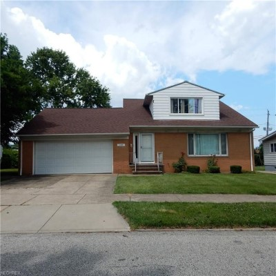 11425 Tonsing Dr, Garfield Hts | 5 bed 2.5 bath | 2,100 Sq. Ft. | $82,000