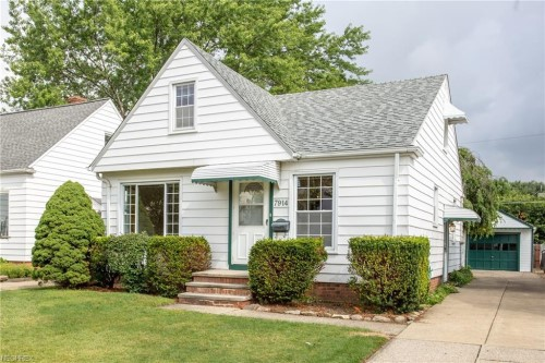7914 Wainstead Ave, Parma | 3 bed 2 bath | 1,314 Sq. Ft. | $103,000