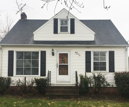 876 E 209th St, Euclid  3 bed 1 bath | 1,092 sqft | $51,000