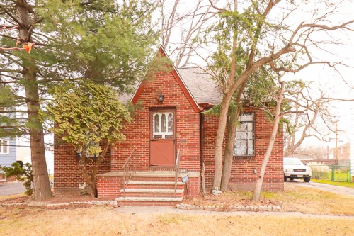 821 E 232nd St, Euclid  3 bed 1 bath | 1,439 sqft | $65,000