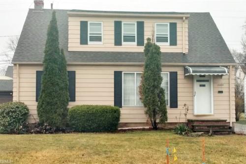 13300 Oakview Blvd, Garfield Hts  3 bed 1 bath | 990 sqft | $51,000