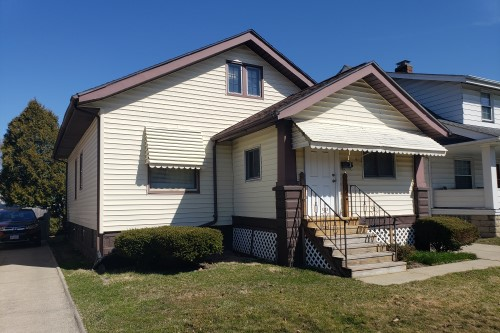 9209 Rosewood Ave, Cleveland  2 bed 1 bath | 1,090 sqft | $30,000