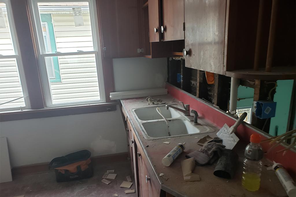 1113-E169th_Kitchen_02.jpg