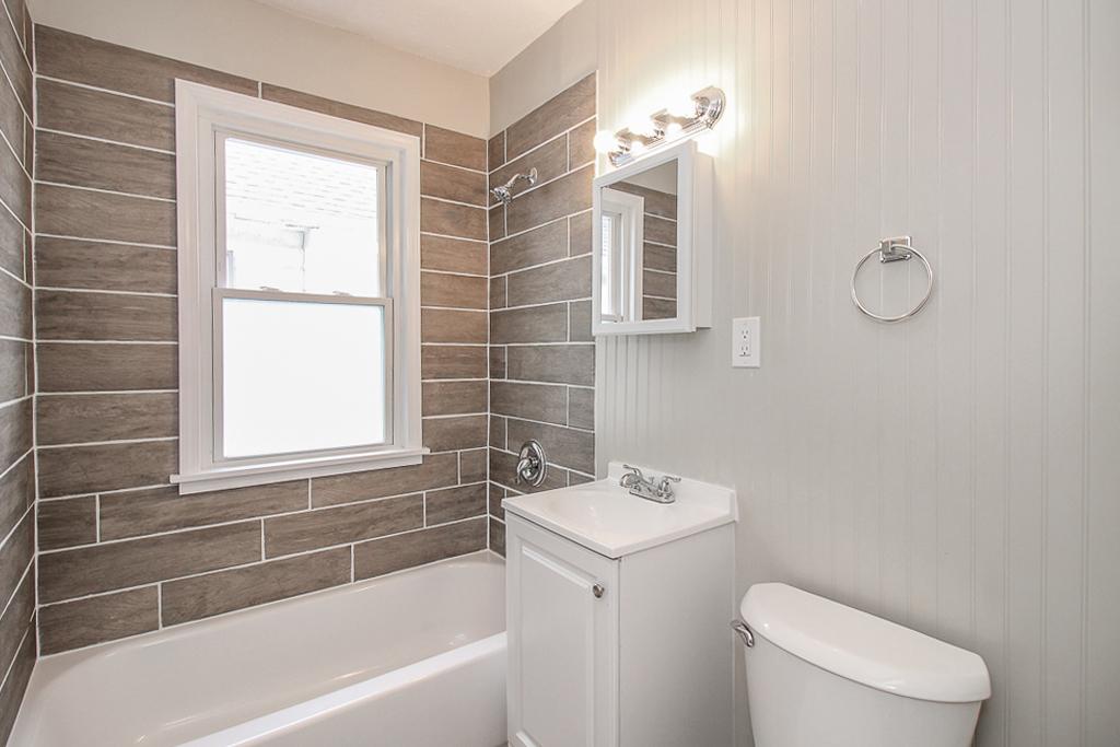 1113-E169th_Bathroom_04.jpg