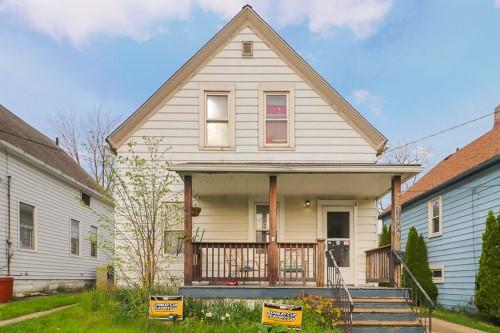4482 W 28th St, Cleveland  3 bed 1 bath | 1,075 sqft | $40,000