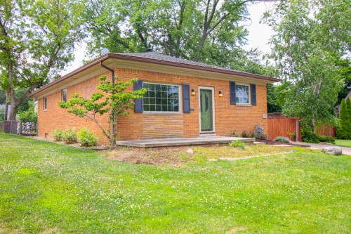 5996 Private Dr, Parma Heights  3 bed 1 bath | 2,436 sqft | $172,900
