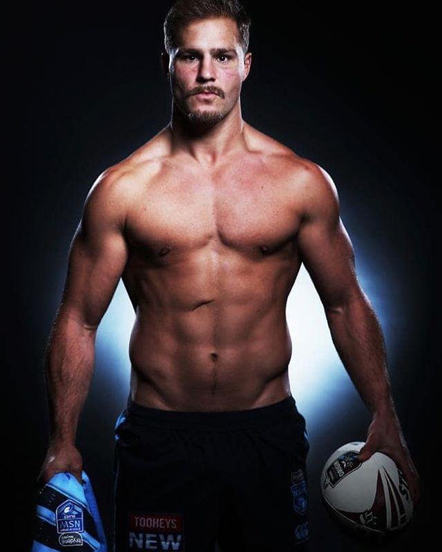 Jack de Belin = 🔥🔥🔥🔥🔥🔥 #footyboys #footyshorts #footy #gym #muscle #gonsw Follow @footyboys