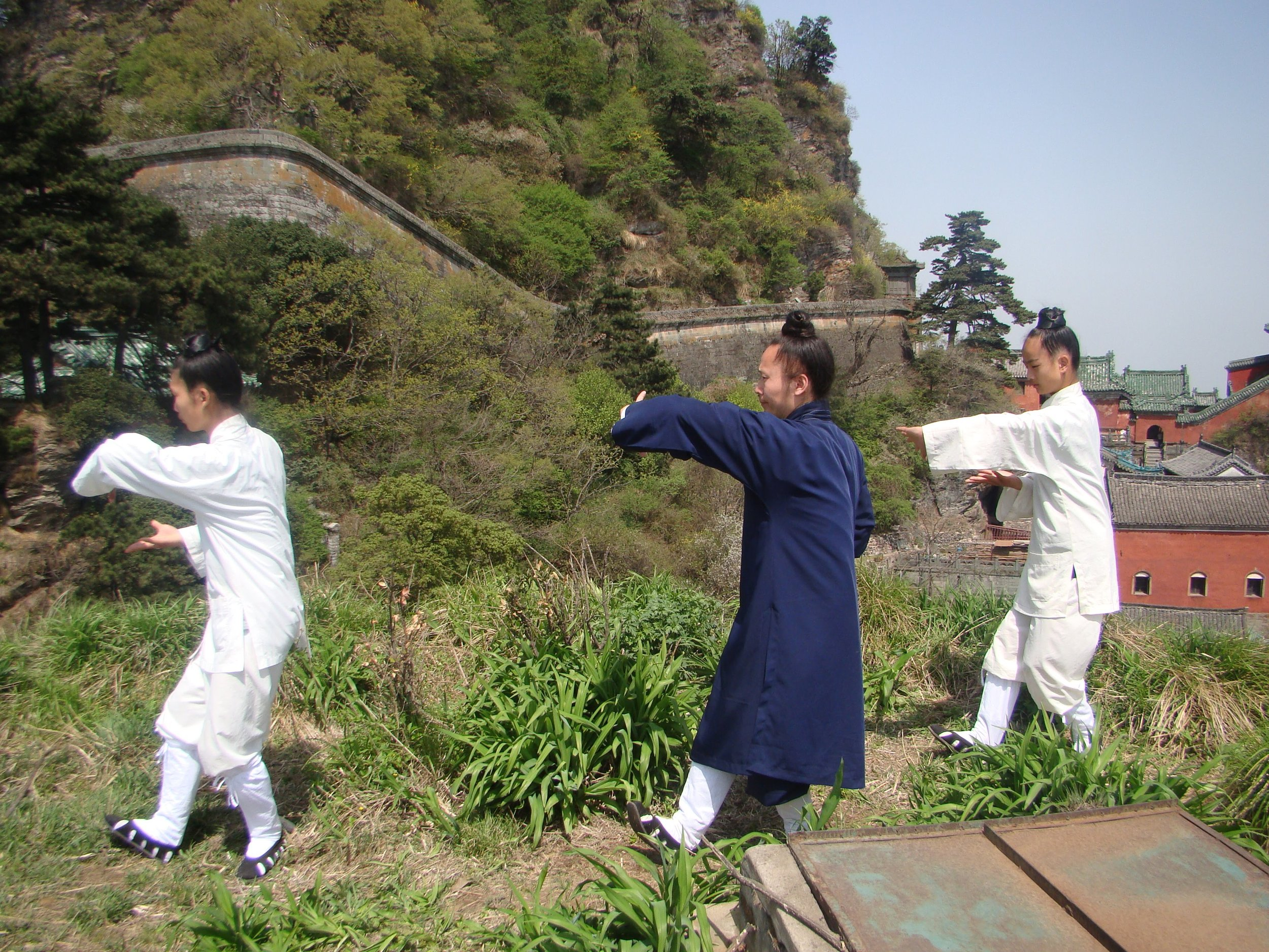 Maître Yuan Li Min et ses disciples dans les montagnes de Wudang Chan en Chine